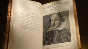 Performing Christianity in Shakespeare: Prayer, Providence, and the Past