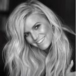 Jessica Simpson Brings Autobiography to Anderson's Bookshop